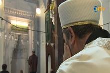 Bebek Camii'nin konservatuvarlı imamı