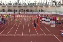 Tablete odaklanıp yarışa dalan hakem ortalığı birbirine kattı
