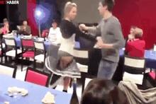 Dans ederken eteği düştü