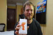 Çin'den topladığı parçalarla kendi iPhone'unu yaptı
