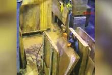 Mermer bloklar arasında sıkışan 2 işçi hayatını kaybetti