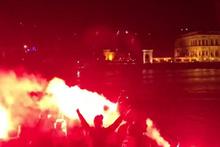 Beşiktaşlılar Lyonlu futbolcuları uyutmadı