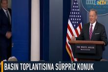 Beyaz Saray'da basın toplantısına sürpriz konuk