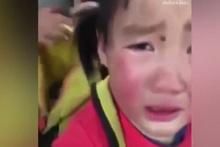 Gözyaşlarının sebebini öğrenince çok duygulanacaksınız!