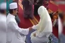 Nikahtan sonra eşinin elini bile tutmaya utandı..