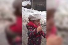 'Ölürüm Türkiyem' türküsünü seslendiren küçük kız