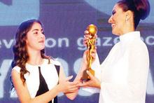 Hande Fırat'a özel ödül