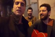 Özcan Deniz'den sokak müzisyenleriyle düet!