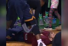 Kafasına basket topu çarpınca yere yığıldı