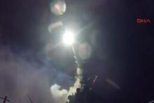 Tomahawk  füzelerinin ABD savaş  gemisinden fırlatış görüntüsü