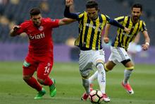 Fenerbahçeli futbolculara taraftar tepkisi