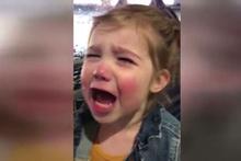 Babası kaybedince gözyaşlarına boğuldu