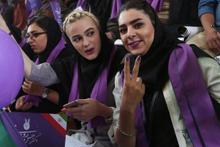 İranlı kadınlar yasak dinlemedi