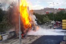 Ankara Adliyesi önünde iş makinesi alev aldı