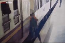 Feci kaza güvenlik kamerasında! Trenin altında kaldı