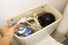 Sifonun içine su dolu pet şişe koyun bakın neler olacak!