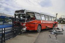 Adana'da iki belediye otobüsü çarpıştı