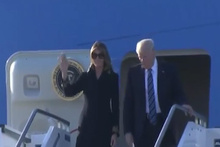Melania, Trump'ın elini yine havada bıraktı