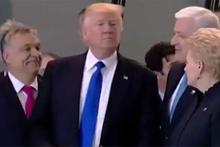 ABD Başkanı Trump, Başbakan'ı itip önüne geçti