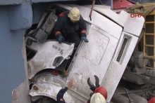 Harfiyat kamyonu iş yerine girdi: 1 yaralı