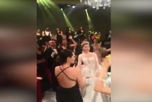 Hülya Avşar'dan düğünde çılgın performans