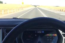 Tesla otopilotta yolda uyursanız ne olur?