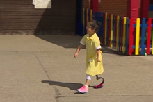 Yeni protez ile okul bahçesinde ilk gün!