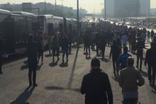 Metrobüs arıza yapınca yolcular yürüdü