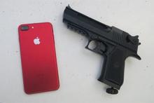 Kırmızı iPhone 7 mermilere ne kadar dayanıklı?