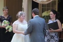 Evlilik yeminini kusarak baltalayan kadın