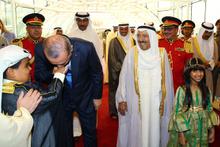 Erdoğan'a Kuveyt'te görkemli karşılama eğilip elini öptü!