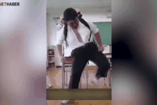 Hunharca dans eden çocuk interneti salladı
