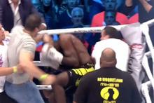 Maçı bırakan boksörü dövünce taraftarlardan dayak yedi