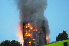 Londra'da korkunç yangın 24 katlı binada Türkler de var!