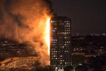 Londra'da 27 katlı bina alev alev yandı!