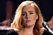Adele, Londra'daki yangın yerine gitti