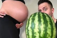 Hamilelik sürecini eğlenceli hale getiren çift