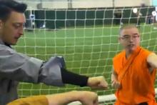 Mesut Özil ve Alexis Sanchez, Kung Fu dersine katıldı