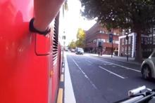 Otobüs şoföründen intikam almak için bakın ne yaptı