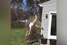 Çatıdan atlamak isterken boynunu kırıyordu!