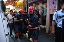 Fatih'te 4 katlı binanın çatısı çöktü: 1 kadın öldü!