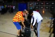 Antalya Stadı'nda engelli vatandaşlar karga tulumba taşındı