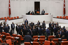 TBMM Genel Kurulu karıştı! Milletvekilleri birbirlerine girdi!