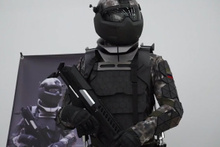Rus askerlere Star Wars'takilere benzer savaş giysisi
