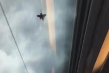 Savaş uçağı ile yarışan yüksek hızlı tren
