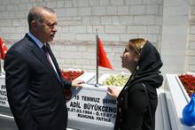 Erdoğan Edirnekapı'da 15 Temmuz Şehitliğini ziyaret etti