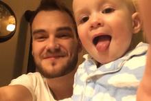 Babasıyla beatboz yapan sevimli bebek
