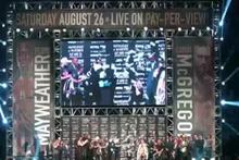 Dünyanın beklediği boks maçında Mayweather, rakibinin üzerine para yağdırdı