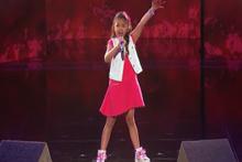 Küçük Kızdan Muhteşem Performans
