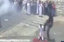Kudüs'te yolda namaz kılan Filistinli'ye tekmeli saldırı